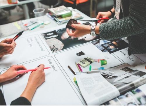 网站设计时,设计师如何考量背景图的选择?